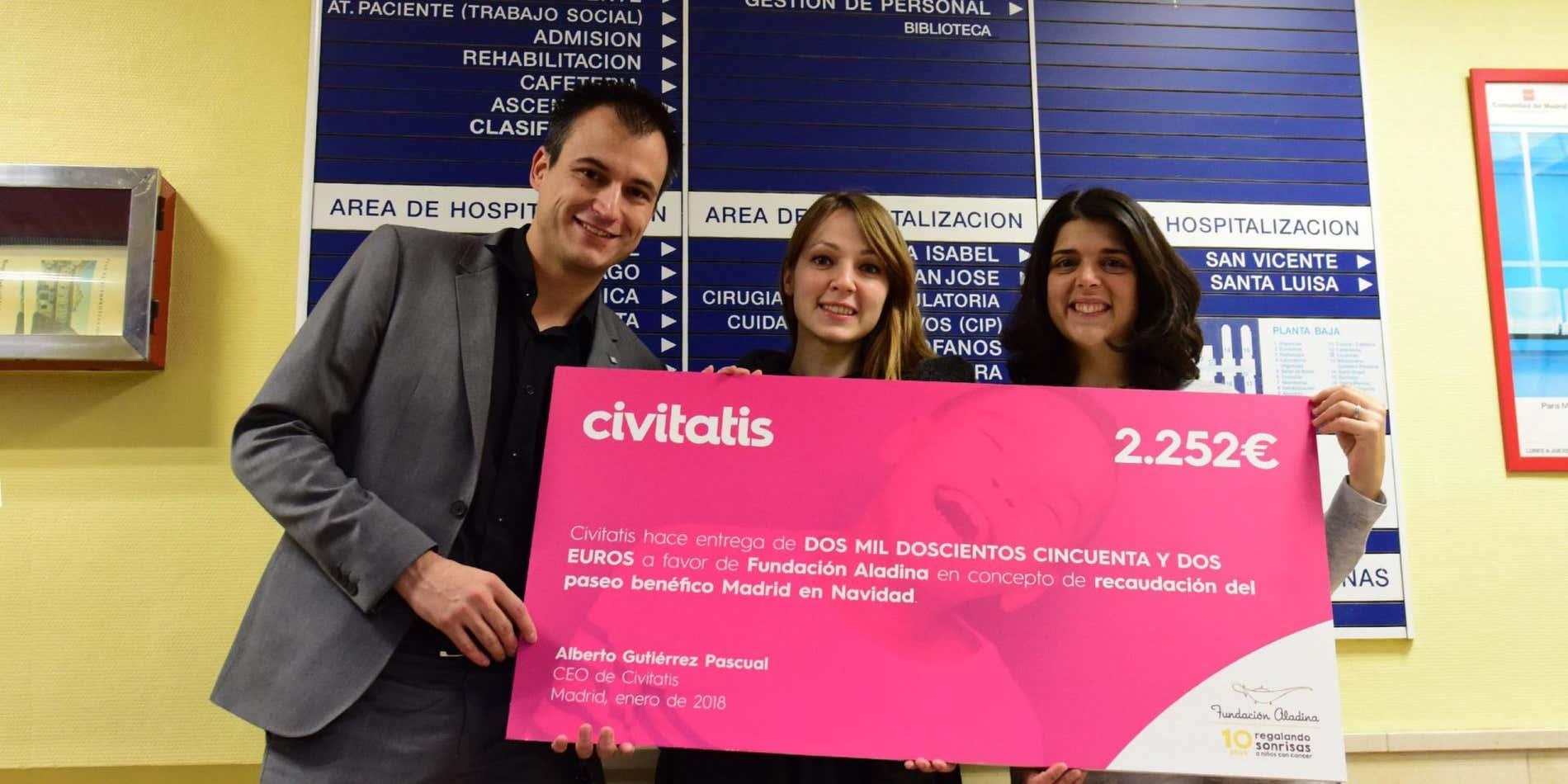 Civitatis entrega un cheque benéfico a la Fundación Aladina
