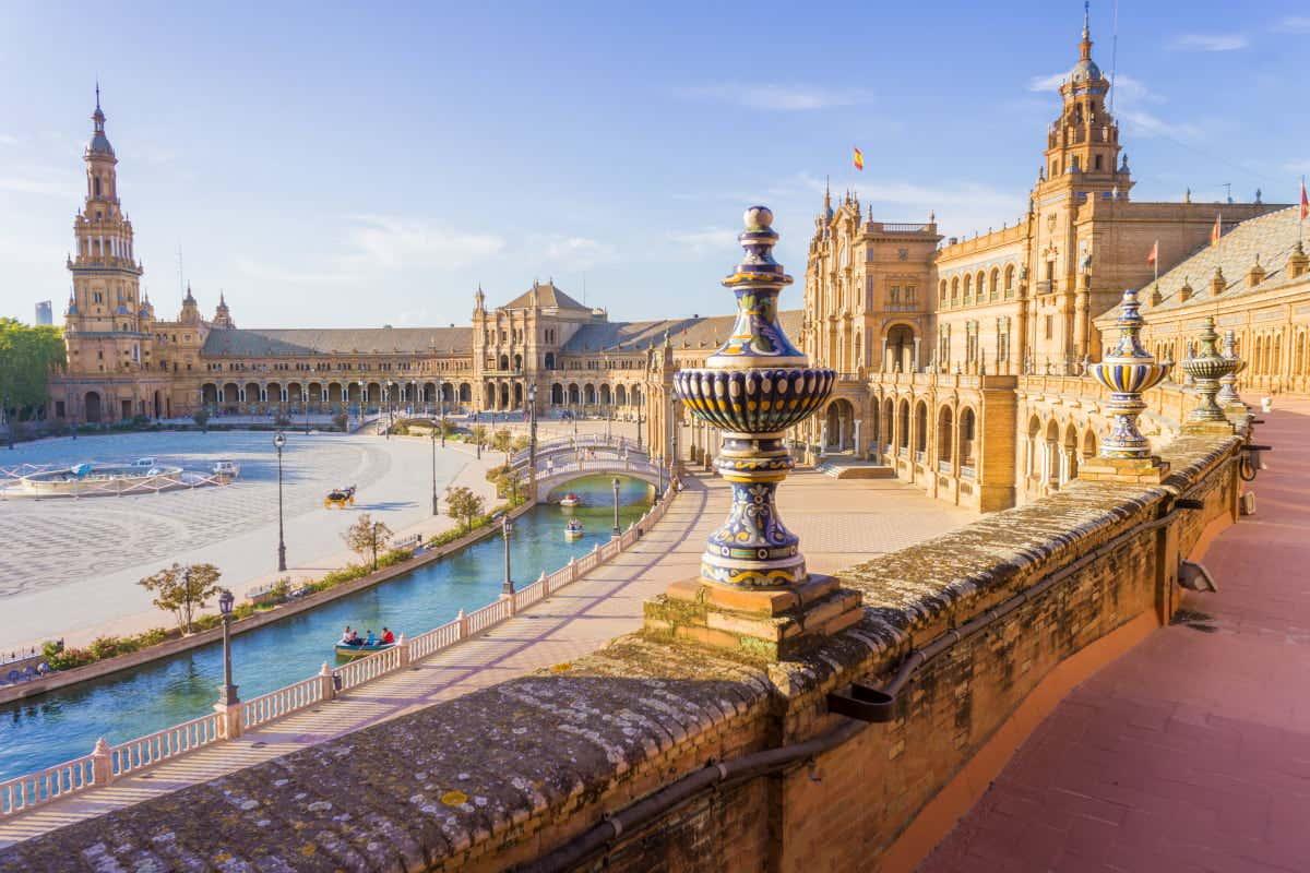 Plaza de España de Sevilla, dove si realizza una delle sfilate dei Re Magi più famose della Spagna.