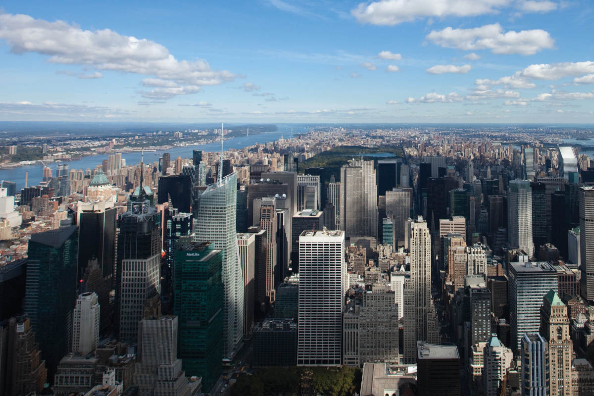 Vue sur les grattes-ciels depuis le mirador de l'Empire State à Manhattan.