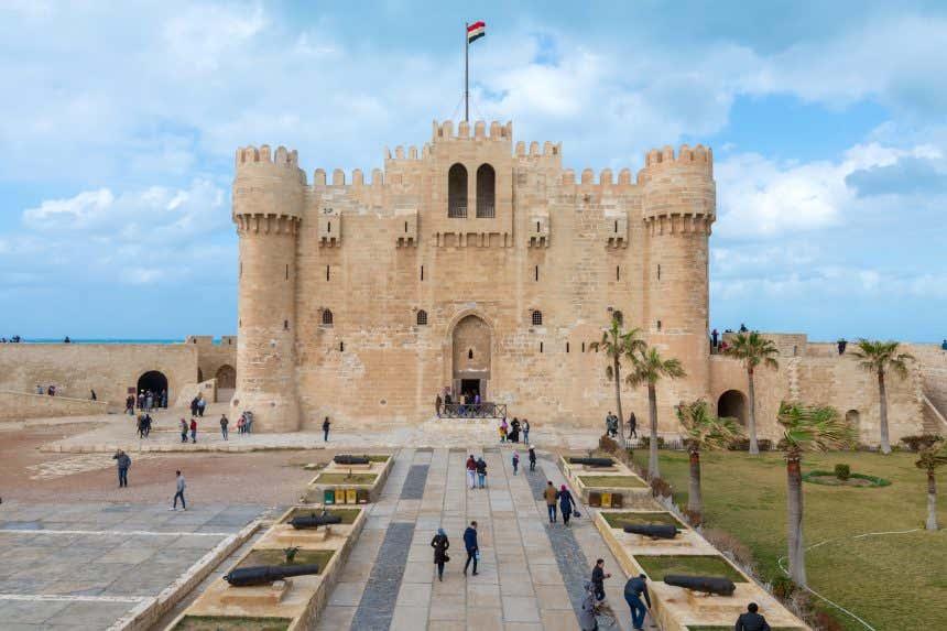 Puerta de acceso al fuerte Qaitbay de Alejandría
