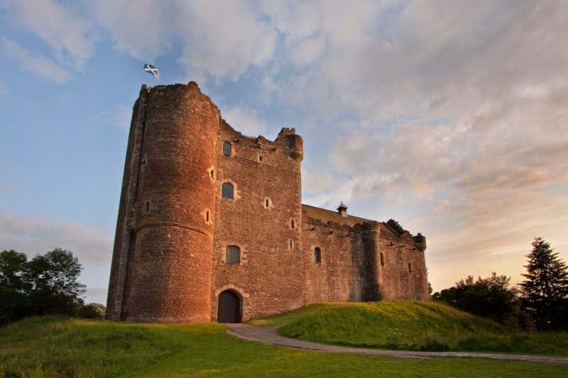 Castelo de Doune ao atardecer em Stirling, Escócia
