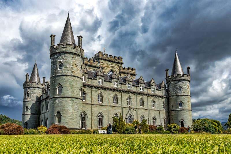 Castelo de Inveraray com céu nublado em Argyll, Escócia