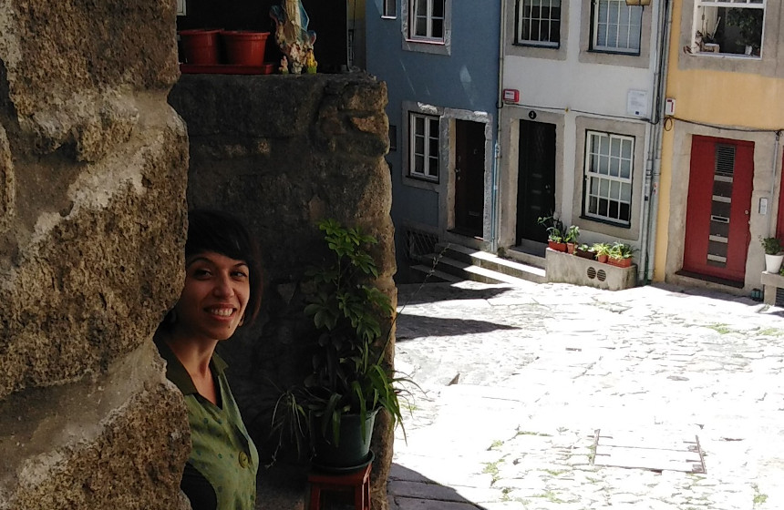 Giovanna Ficarazzi en una esquina de las calles de Oporto