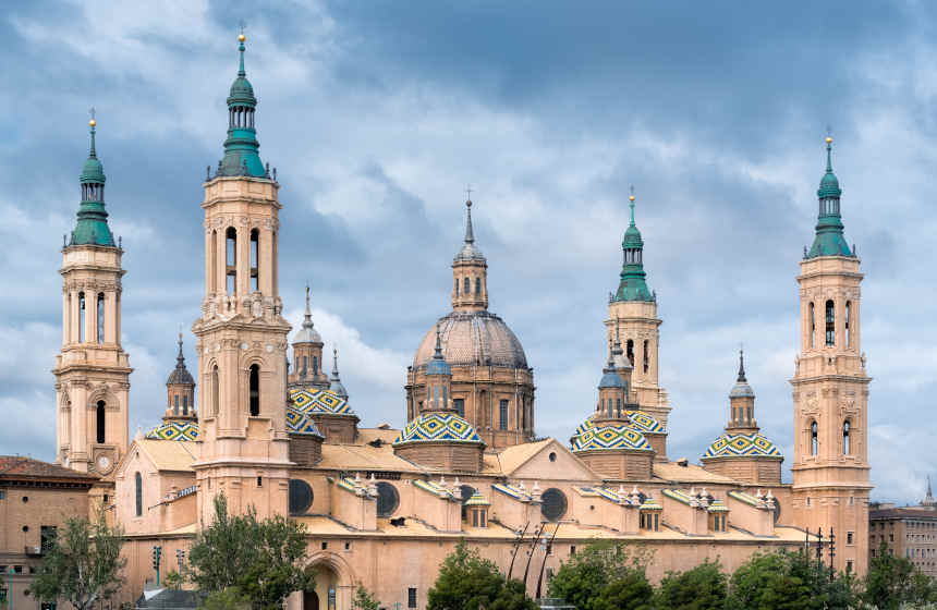 Cúpulas policromadas de la basílica de Nuestra Señora del Pilar en Zaragoza.