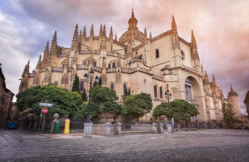 La catedral de Segovia y sus característicos pináculos.