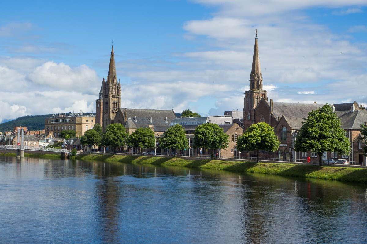 Panorâmica de Inverness com o rio Ness