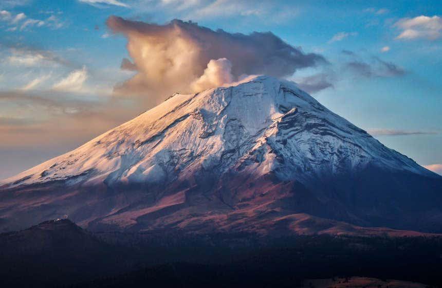 Scatto del Popocatépetl innevato