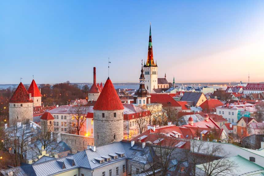Catedral e edifícios da Cidade Velha de Tallinn, na Estônia