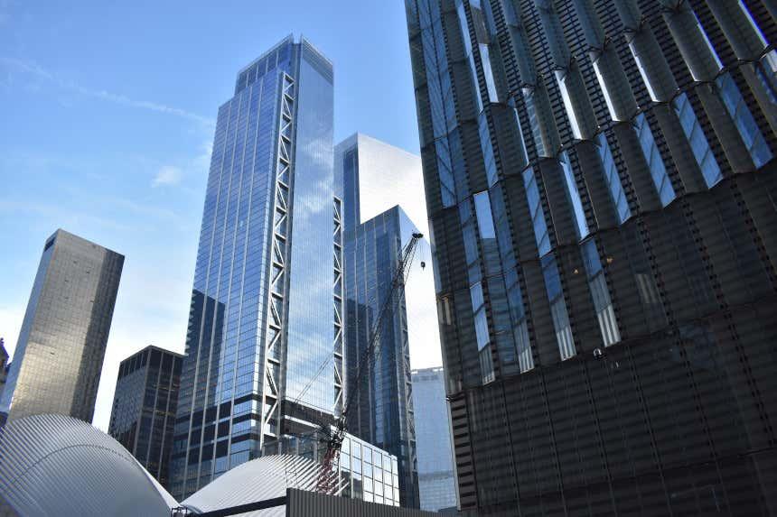 Three World Trade Center junt a outros arranha-céus em Nova York