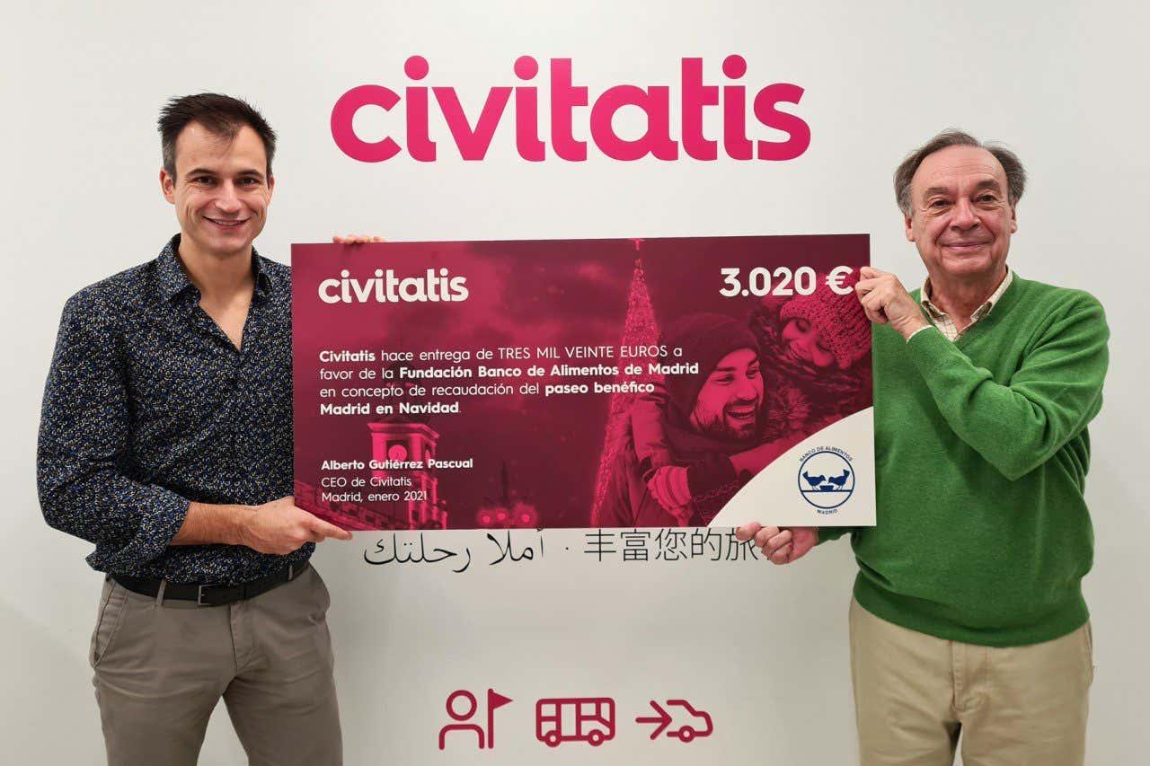 Alberto Gutiérrez hace entrega de la donación de un cheque por valor de 3020 euros a la Fundación Banco de Alimentos de Madrid