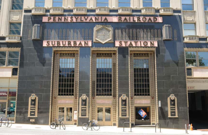 La façade d'une station du métro de Philadelphie