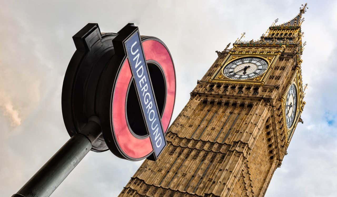 Panneau du métro de Londres face au Big Ben.