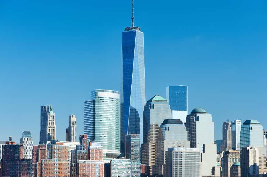 Skyline de Nova York com o One World Trade Center no meio.