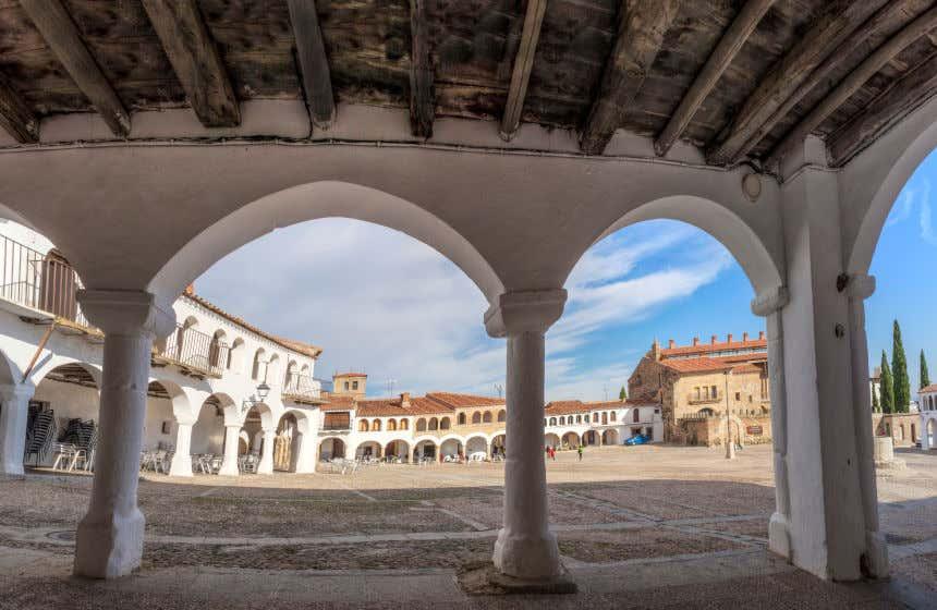 Plaza porticada de Garrovillas de Alconétar, de origen medieval.