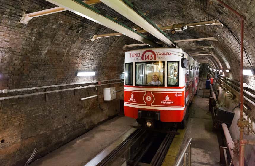 Le Tünel d'Istanbul, inauguré en 1875.