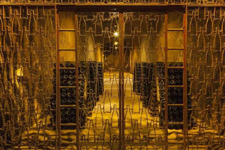 Botellas de vino en las bodegas Bilbaínas.