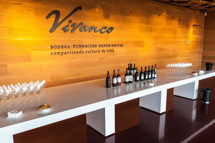 Degustación de vino en las bodegas Vivanco.