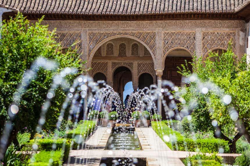 Fuente en los jardines del Generalife en la Alhambra, Granada
