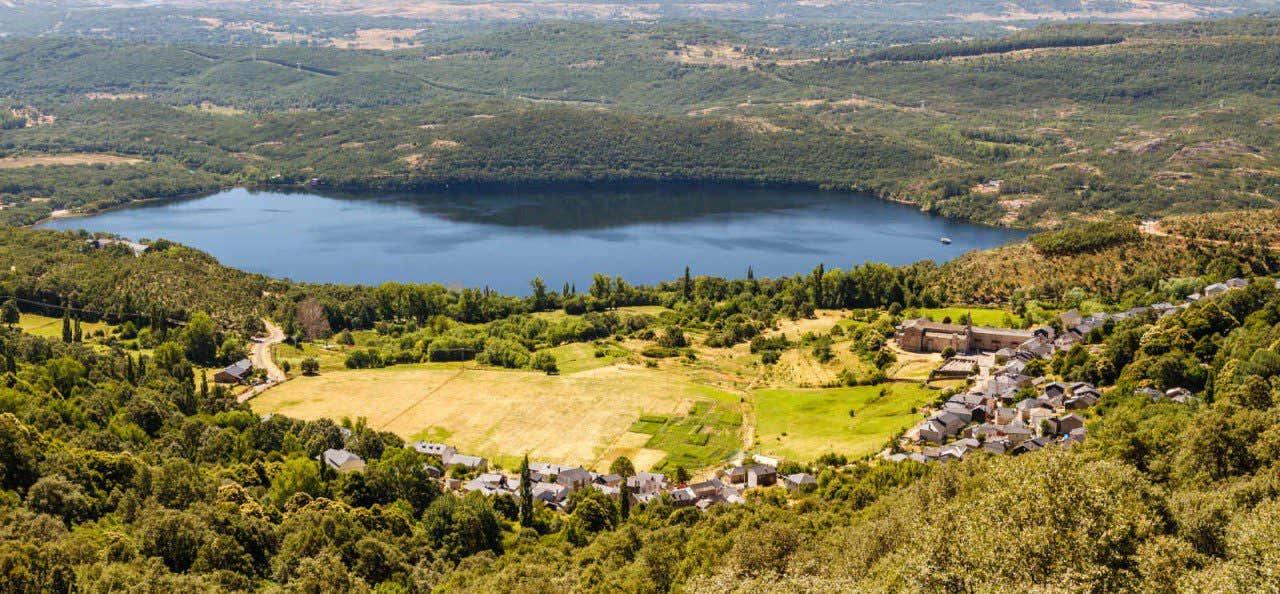 Vista del lago de Sanabria en la provincia de Zamora