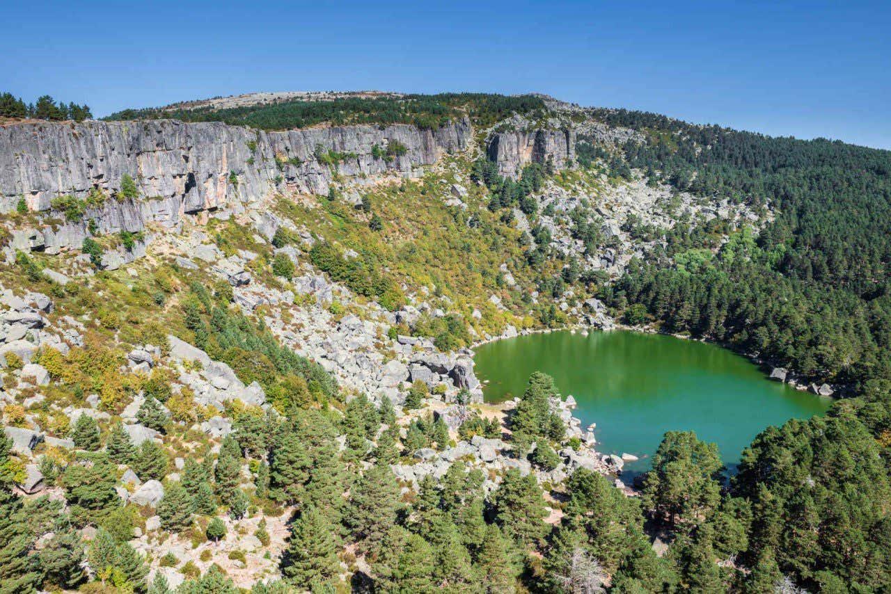 Vista panorámica de la laguna Negra de Soria