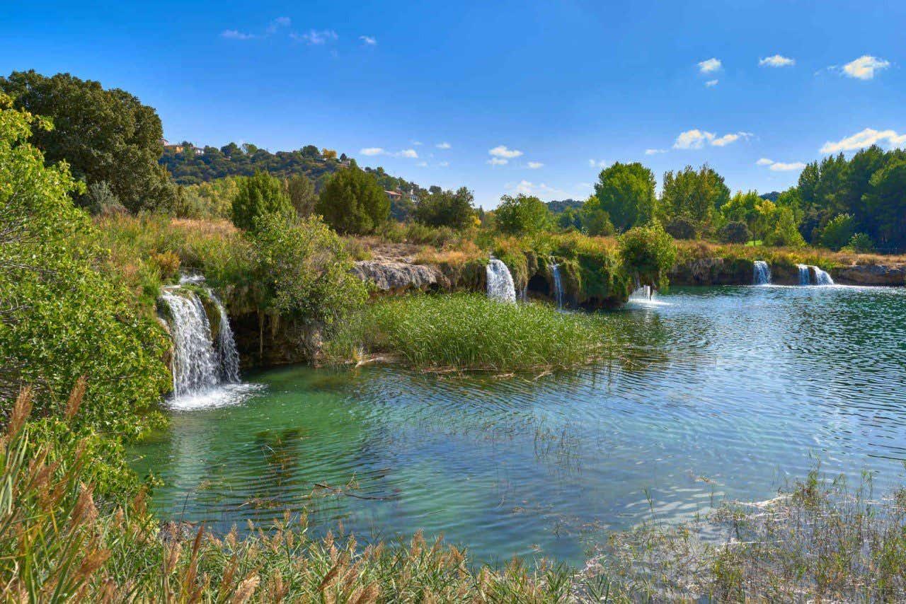 Pequeñas cascadas en las lagunas de Ruidera, en Albacete