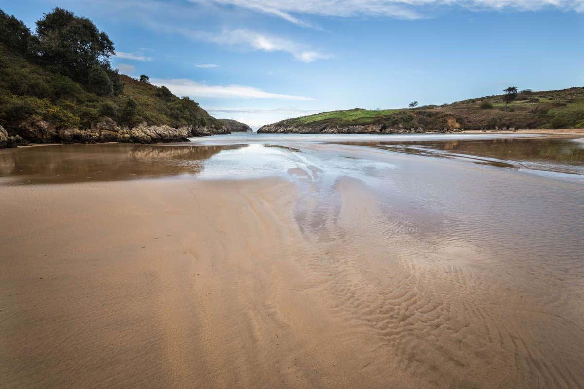 Playa de Poo con la marea baja