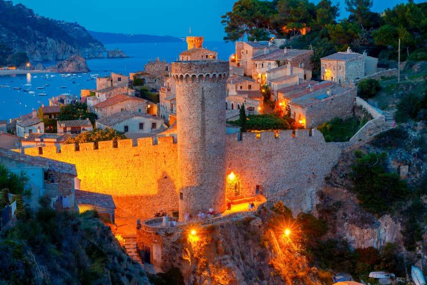Fortaleza de Tossa del Mar al atardecer, en Gerona.