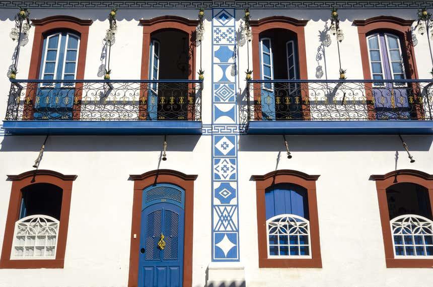 Paraty com suas tradicioanis janelas e portas coloridas