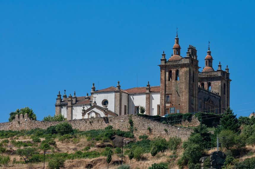 Concatedral de Miranda do Douro abriga a imagem do Menino Jesus da Cartolinha