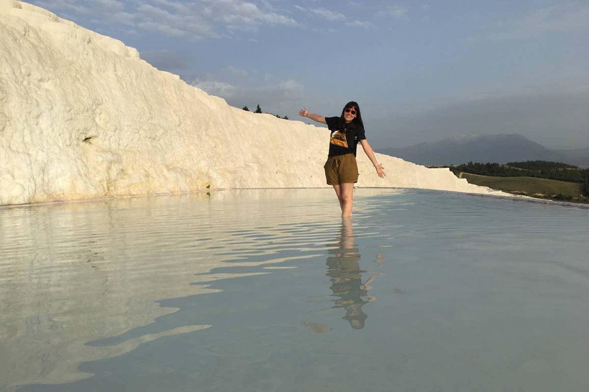 Verónica en las piscinas blancas de Pamukkale