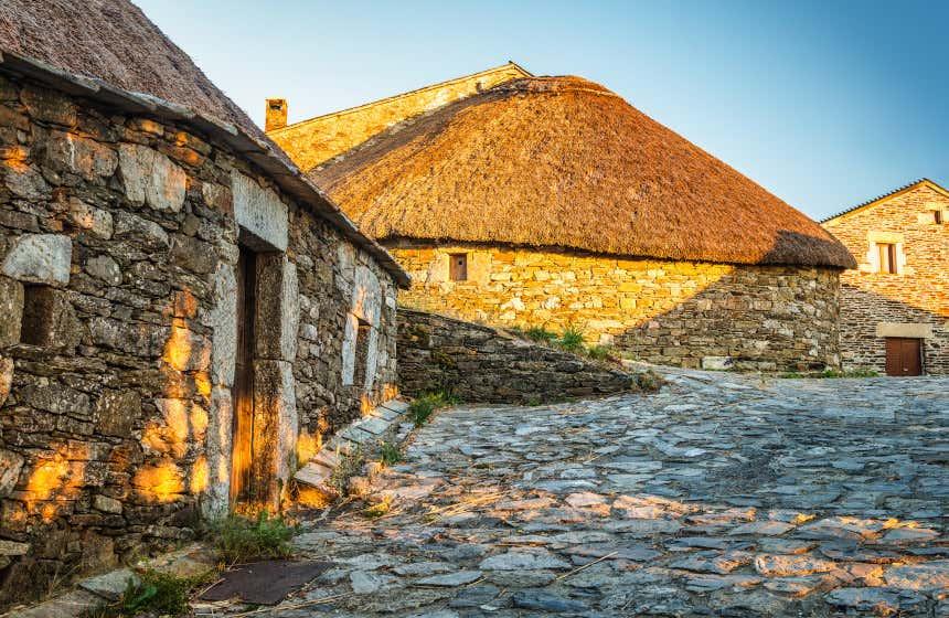 Casas de piedra del pueblo de El Cebrero, uno de los pueblos más característicos del Camino de Santiago francés.