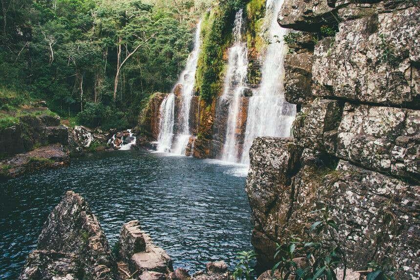 Nadar em cachoeiras é uma das atividades possível na Chapada dos Veadeiros