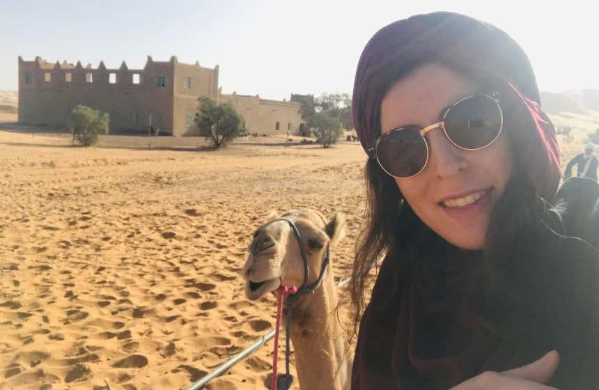 Marta San Román visitando el desierto de Merzouga.