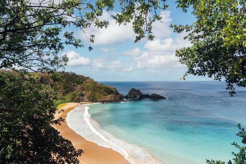 Uma das praias do arquipélago de Fernando de Noronha, Patrimônio da Humanidade