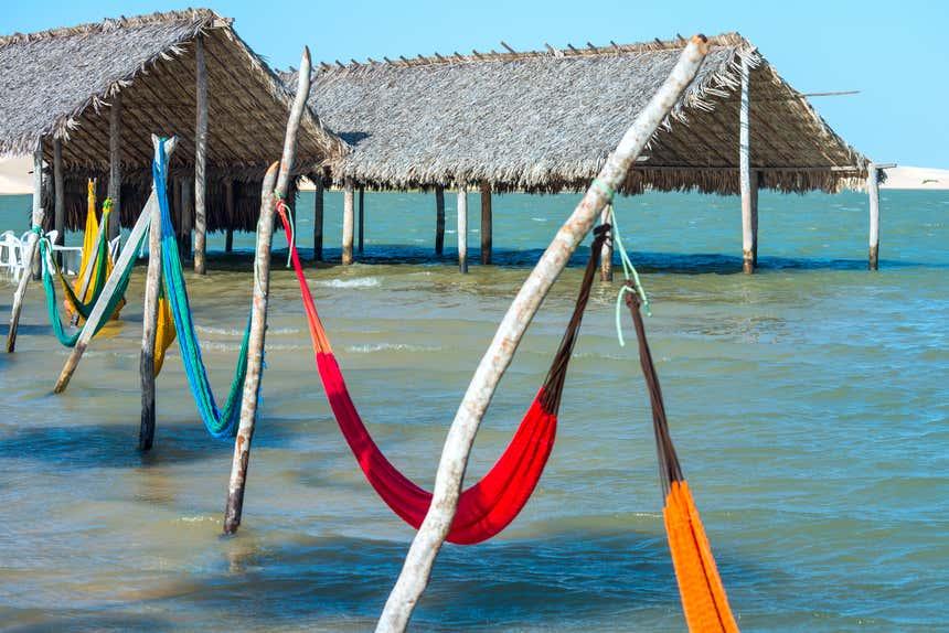 Parque Nacional de Jericoacora conta com praias, dunas, lagos a manguezais