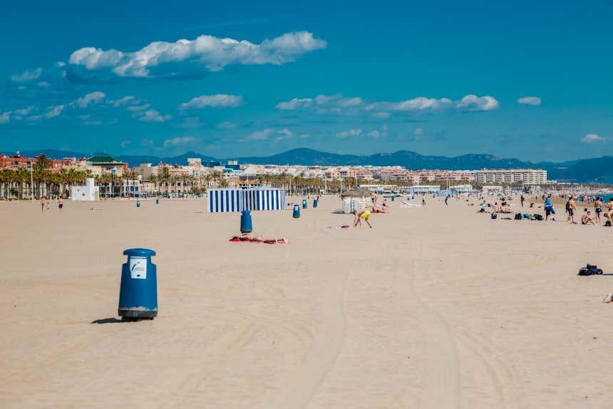Playa de las Arenas, en el barrio valenciano de El Cabañal.