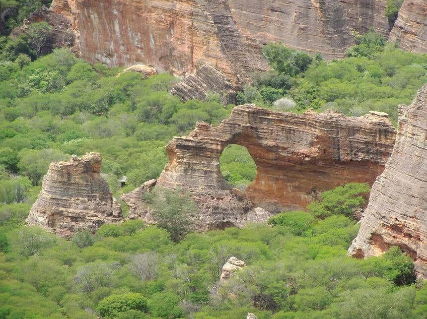 Pedra Furada no Parque da Capivara, um dos parques nacionais do Brasil