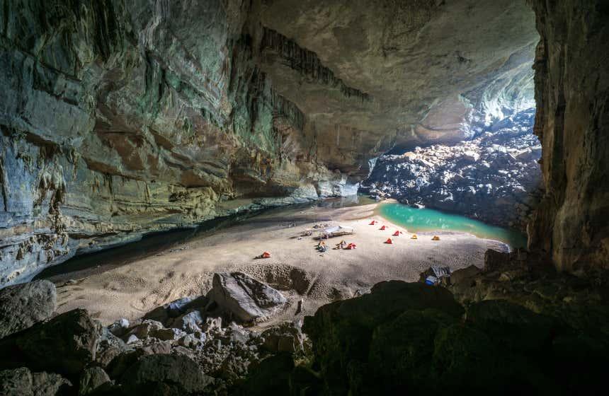 Entrada de la gruta de Sơn Đoòng, en Vietnam.