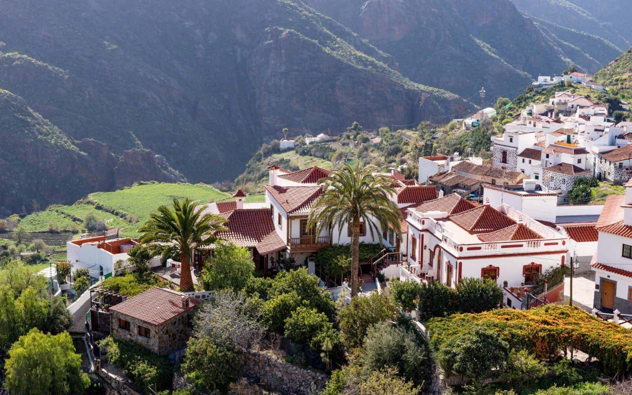 Vista aérea de Tejeda, en Gran Canaria, un precioso pueblo ubicado en la montaña.