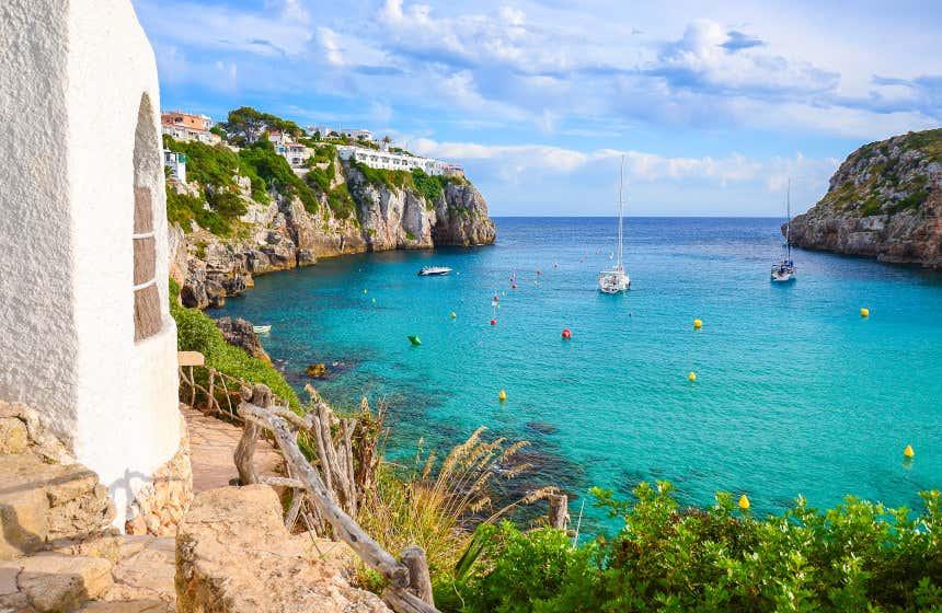 Cala en Porter, una de las mejores playas de Islas Baleares.