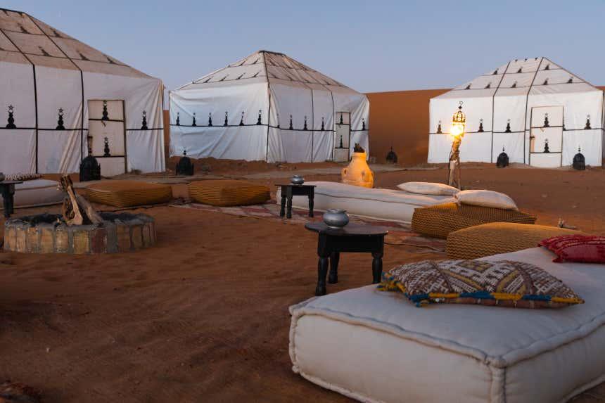 Tiendas de campaña en el desierto de Marrakech, Marruecos