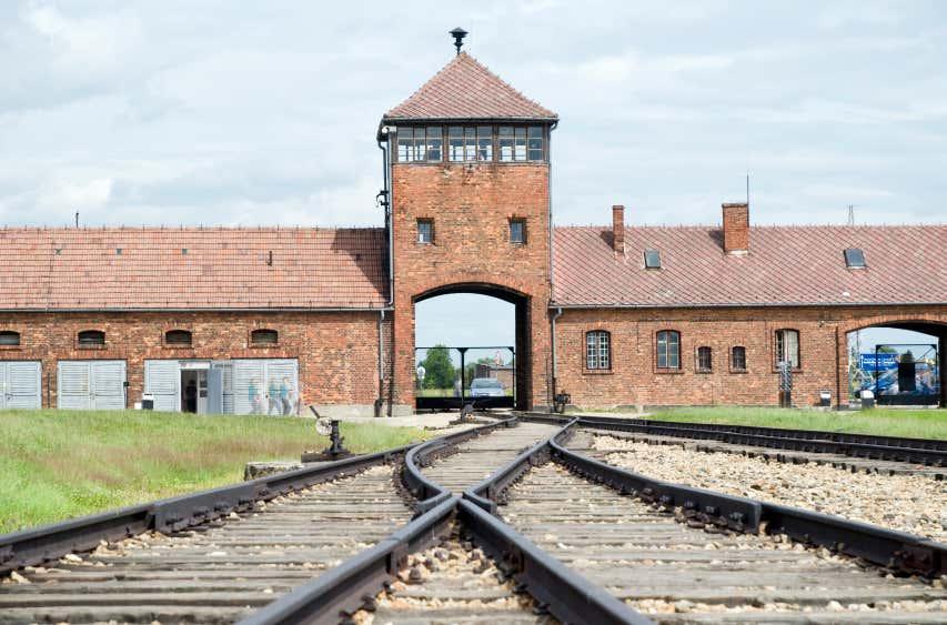 Auschwitz-Birkenau, l'une des activités préférées des français !
