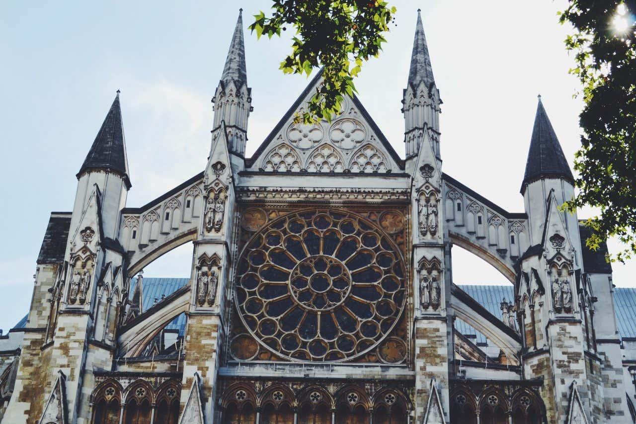 Façade de l'Abbaye de Westminster, l'une des activités préférées des Français