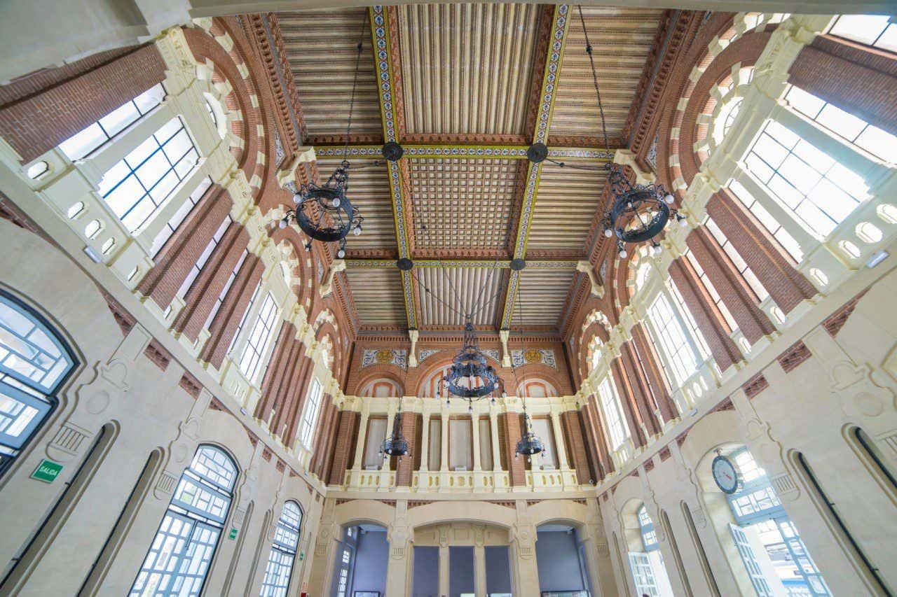 Vista contrapicada del interior de la Estación de Tren de Aranjuez