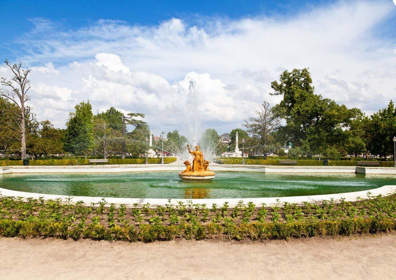 Vista frontal de la Fuente de Ceres en el Jardín del Parterre