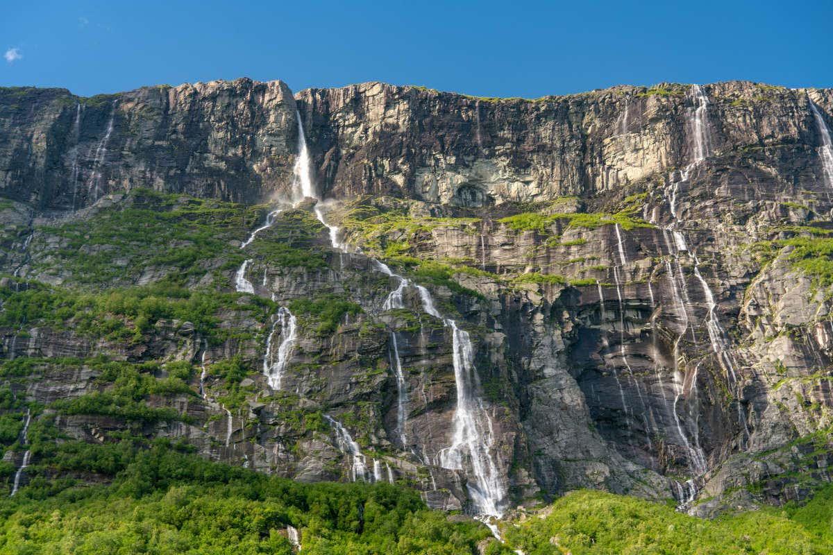 Vista completa de las diferentes cataratas de la Cascada Vinnufallet
