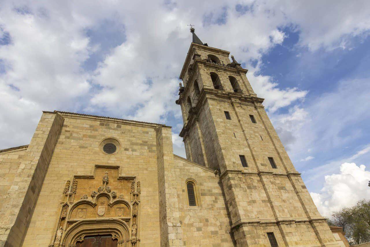 Vista de la entrada de la Catedral Magistral de Alcalá