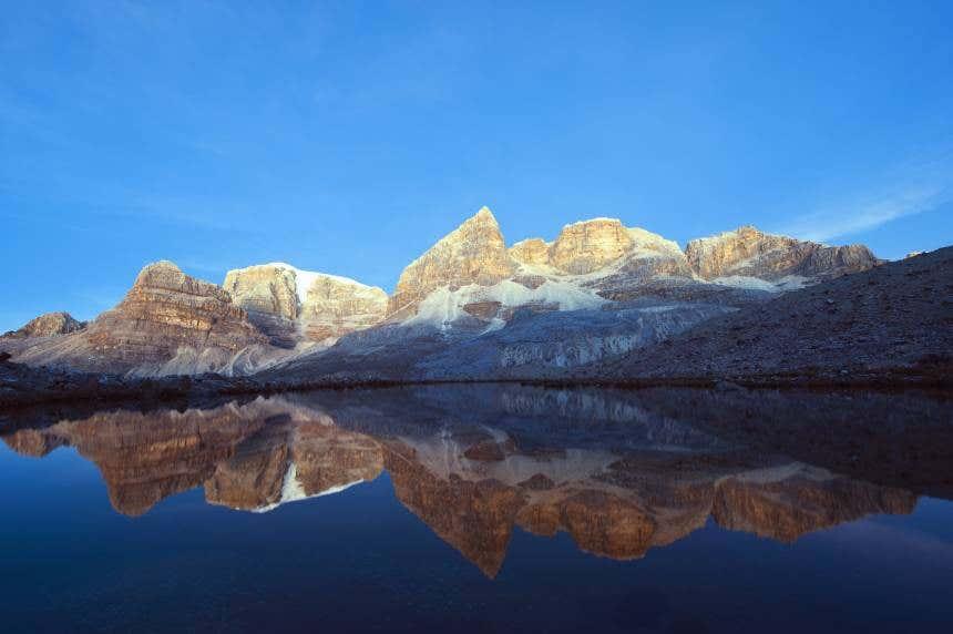 Laguna y picos nevados del Parque Nacional Natural El Cocuy