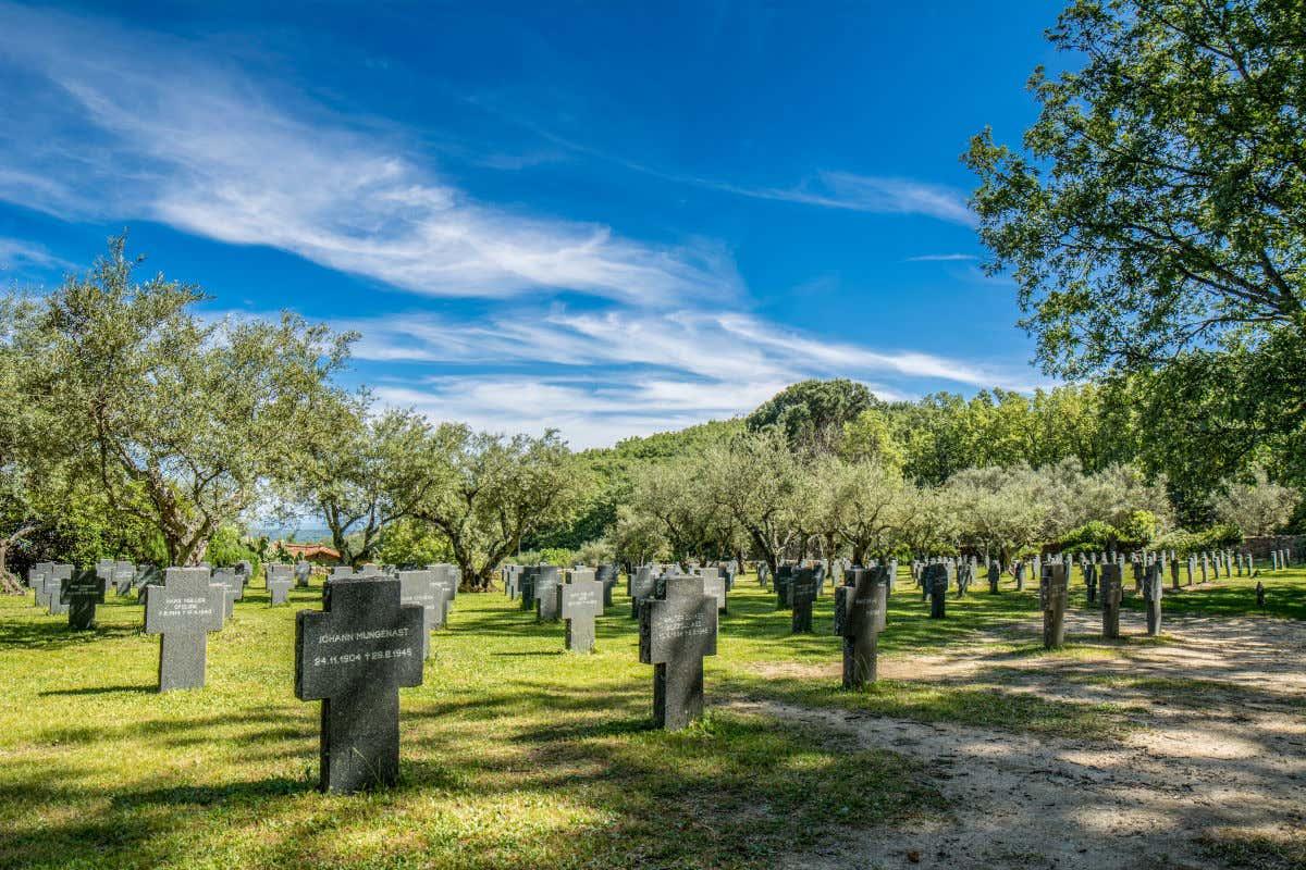 Cementerio Alemán de los caídos en la Primera Guerra Mundial y Segunda Guerra Mundial.