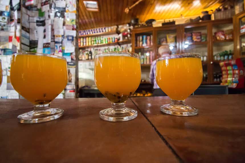 Taças de poncha, uma bebida tradicional da Madeira
